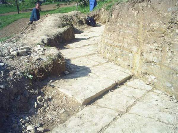 Fouilles dans la pyramide de la Lune en Bosnie