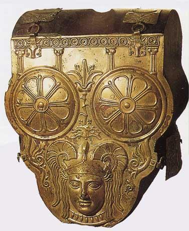 Armure punique. elle est décorée du dieu baal hammon (musée de